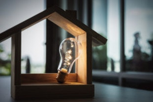 A house and lightbulb symbolising consumer gas and electricity.