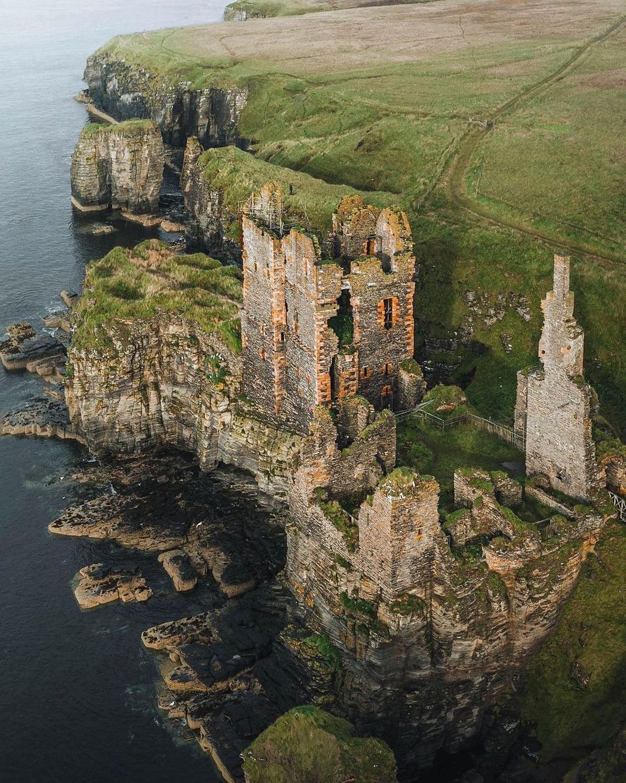 Cliffs and castle in John O' Groats.