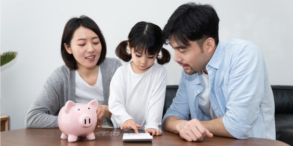 Parents teaching children personal finance habits