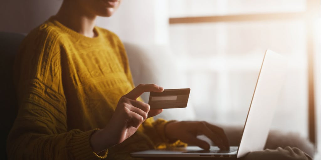 woman holding credit card online