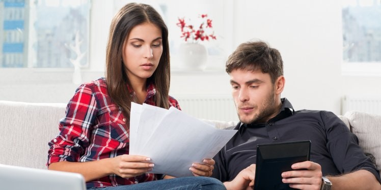 concerned-couple-looking-at-bills