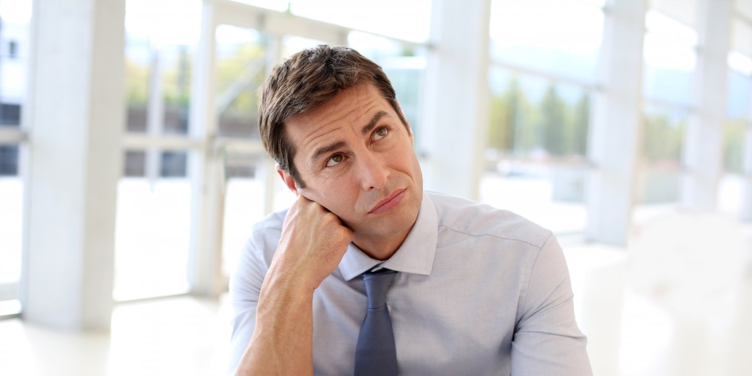 man-looking-puzzled-at-laptop
