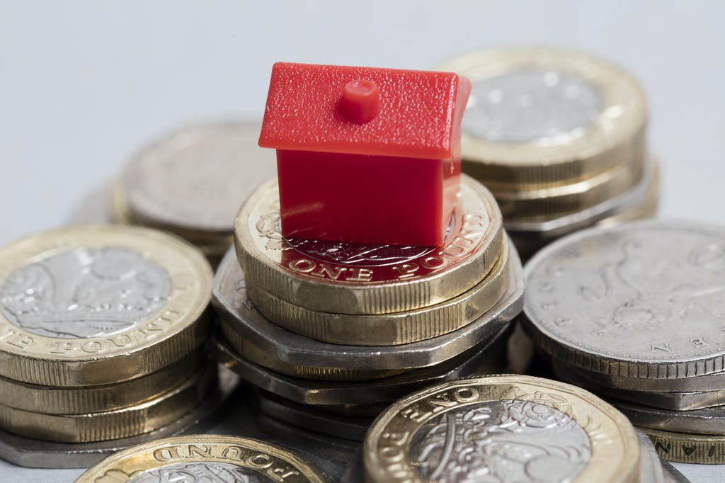 UK house prices rise to another record high of £258,204 in April