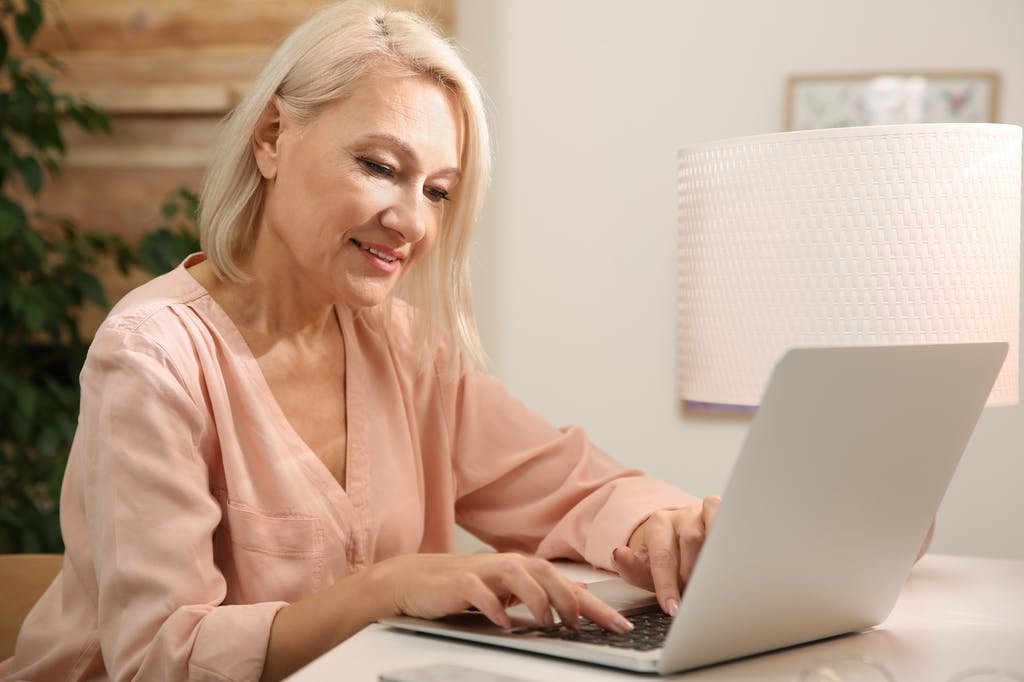 Woman receiving end-of-contract notification on laptop