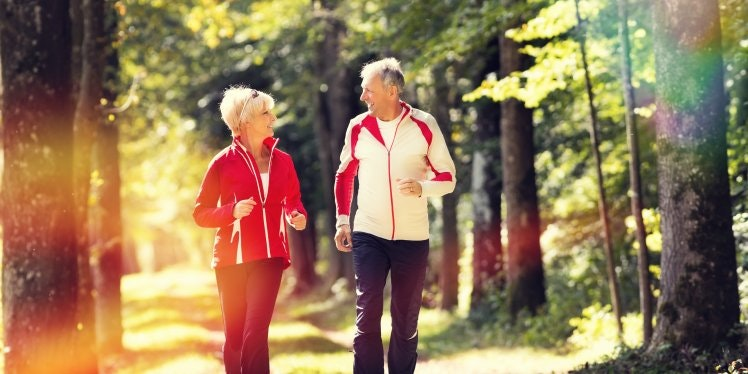 retired-couple-jogging